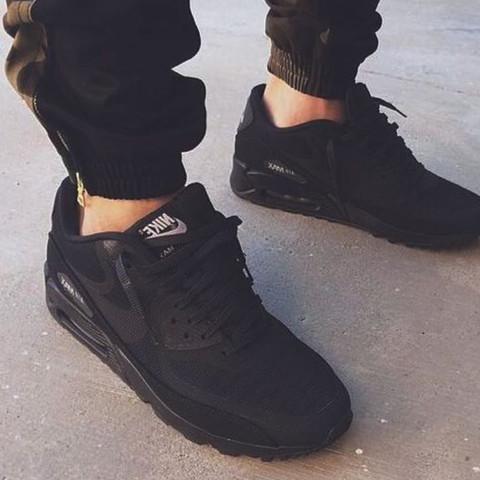 Diese Schuhe sind gemeint. - (Schuhe, Nike)
