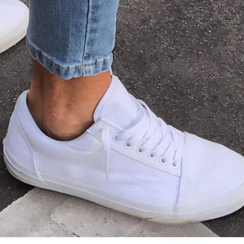 super popular 494c2 39543 Wie heißen diese Schuhe (weiße Vans)? (Mode, Model)