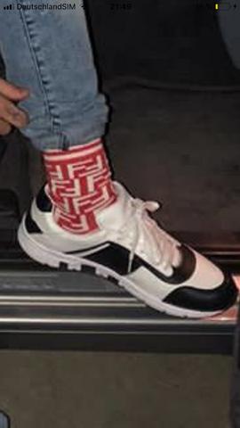 Wie heißen diese Socken und Schuhe?
