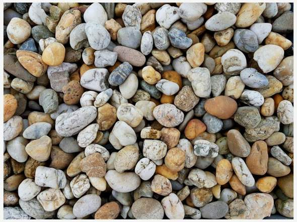 Wie heißen diese Steine - oft in Flüssen zu finden?