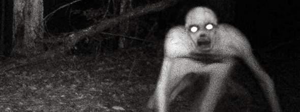 Wie heißen diese weißen menschenartige dinger die man in diesen Horror videos immer sieht?