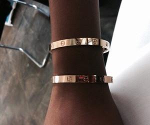hier - (Armband, E.)