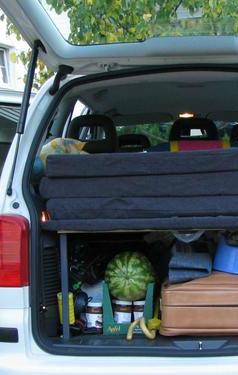 wie hei t das was auf dem bild zusehen ist auto koffer. Black Bedroom Furniture Sets. Home Design Ideas