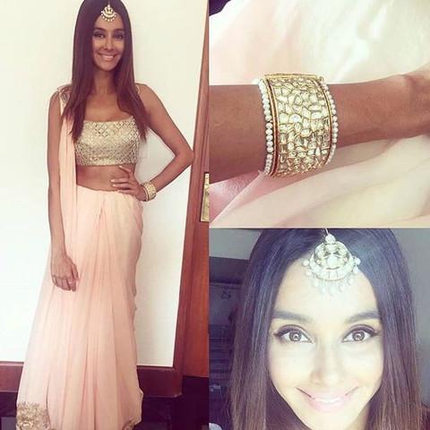 Hier ist diese indische Kleidung - (Mädchen, Frauen, Kleidung)