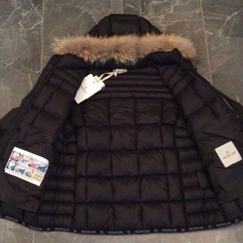 Wie heißt diese Jacke von Moncler und wo finde ich sie?