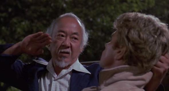 Wie heisst diese Kampftechnik aus dem Karate Kid Filmen bzw. wie funktioniert sie und was richtet sie an?