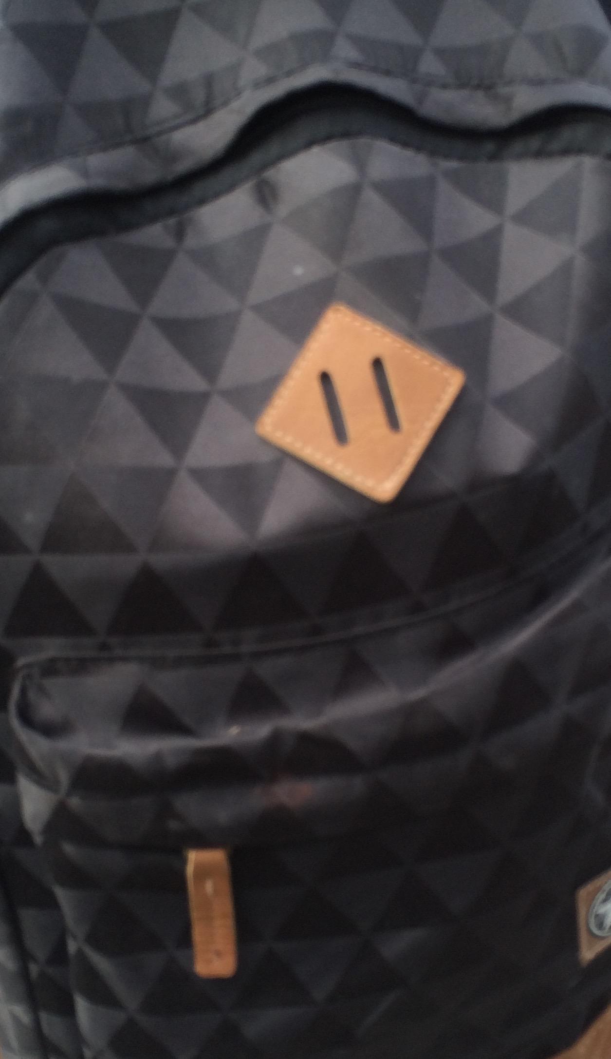wie hei t diese rucksackmarke mit diesem logo marke rucksack markenname. Black Bedroom Furniture Sets. Home Design Ideas