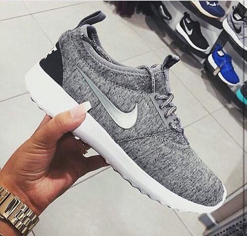 Kennt jemand den Namen dieser Schuhe von Nike , oder das