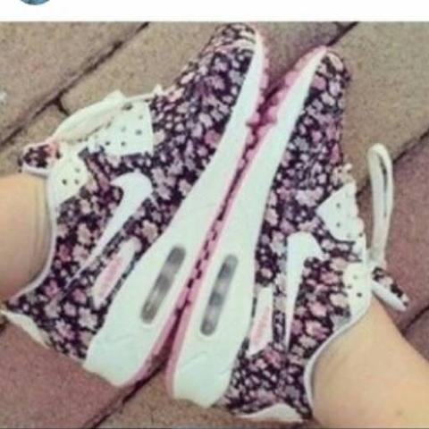 5a844de8497d0 Wie heißt dieses Nike Air max modell? (Blumenmuster)