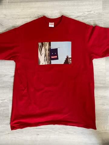 Wie heißt dieses Supreme T-Shirt?