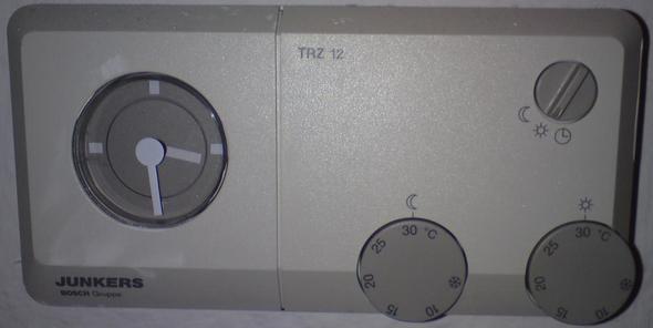Bild 2   (Wohnung, Uhr, Heizung)