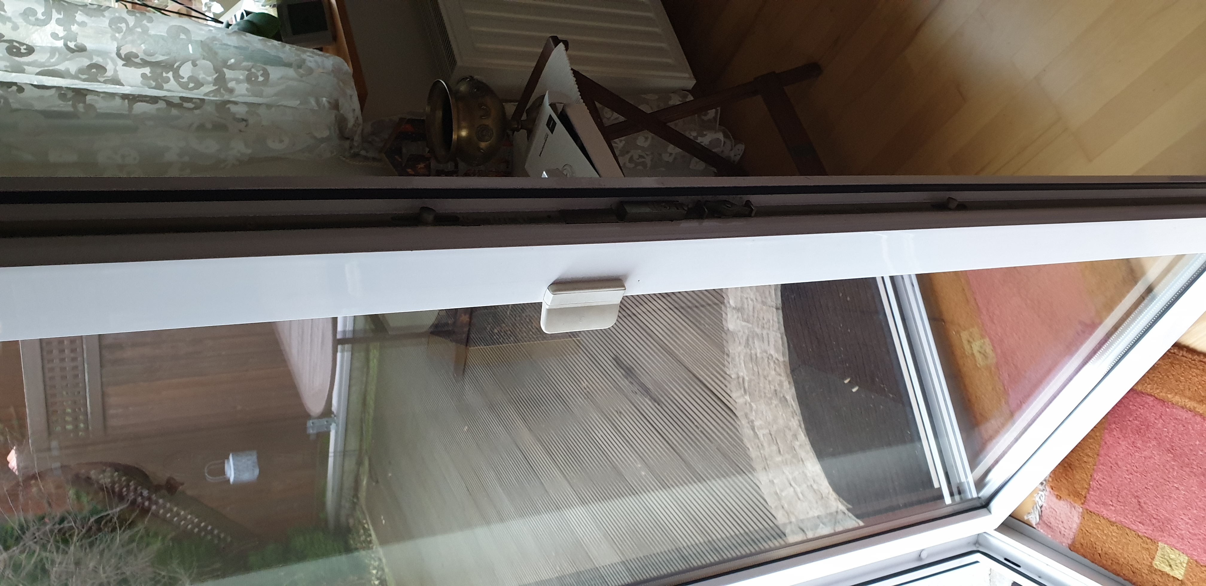 wie kann man bei der terrassent r ein schloss von au en installieren computer technik