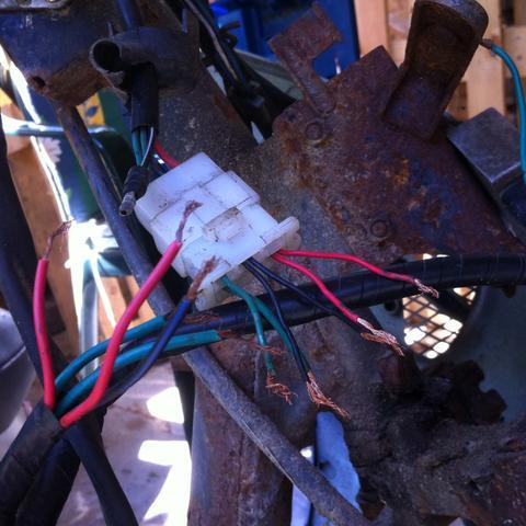 Stecker: 2 rote 2 grüne 2 schwarze oben von zündschloss 1 schwarz weißes  - (Roller, Kymco, Zündschloss)