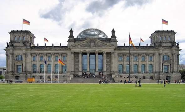 Wie kann es sein das Deutschland als eines der reichsten Länder weltweit so ein hässliches Parlament hat?