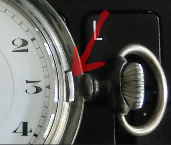 Wie kann ich bei dieser alten Taschenuhr die Zeit einstellen?