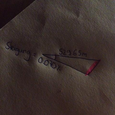 Pink=Höhenunterschied, der gesucht ist. - (Mathematik, Steigung)