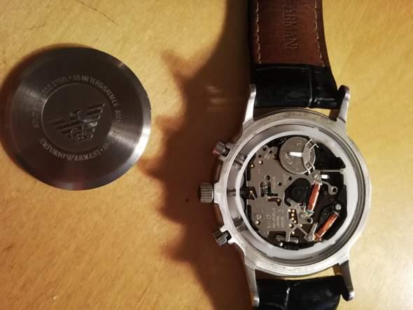 Wie kann ich den Deckel von meiner Armbanduhr wieder schließen?