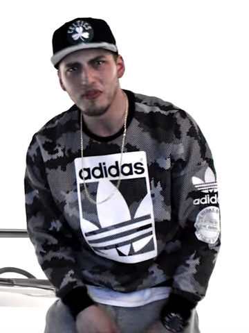 2. Screenshot aus dem Video - (adidas, Pullover)