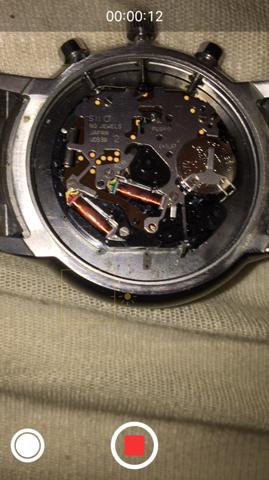 Wie kann ich die Krone bei dieser Armani Uhr entfernen?