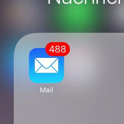 Ich möchte, dass die rote Zahl weggeht. Mails lesen geht nicht, sind ja gelöscht - (Handy, Technik, iPhone)