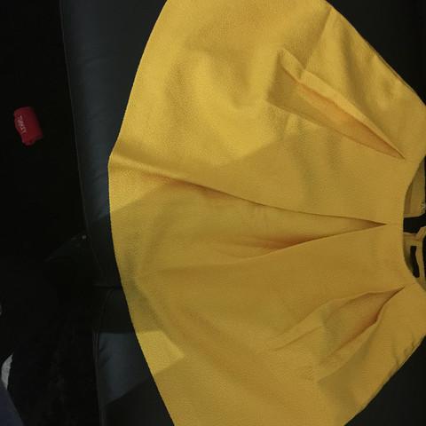 Wie Kann Ich Diesen Gelben Rock Kombinieren Mode Kleidung Farbe