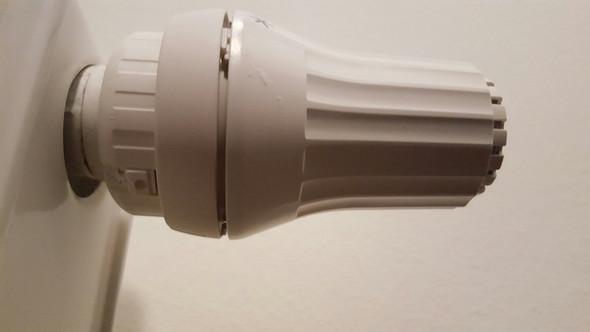 wie kann ich dieses danfoss thermostat abnehmen installation heizung. Black Bedroom Furniture Sets. Home Design Ideas