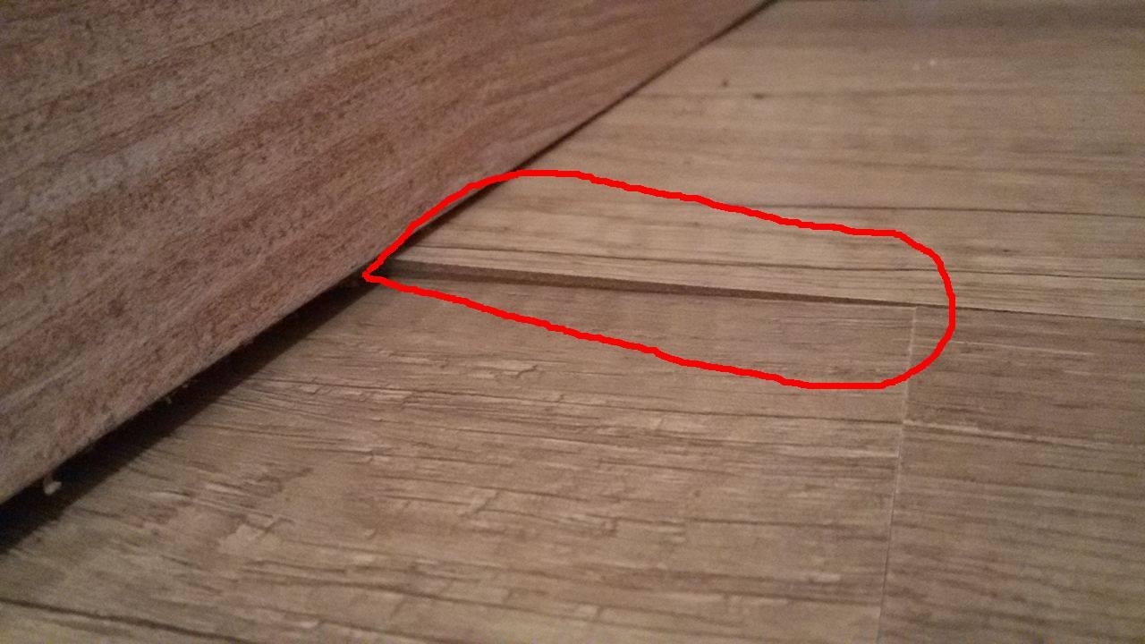 wie kann ich erhebungen an meinem vinylboden reparieren siehe fotos wohnung handwerk. Black Bedroom Furniture Sets. Home Design Ideas