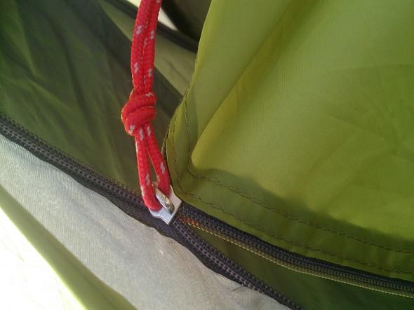 Wie kann ich Fehler am Zelt Reißverschluss beheben?