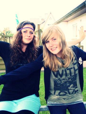 also ich (rechts) habe blonde haare & grüne äuglein wie ihr seht ;D - (Haare, färben, Türkis)