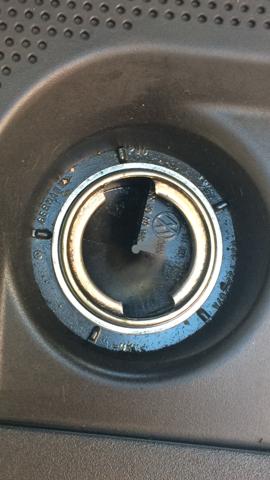 Wie kann ich hier Motoröl nachfüllen VW Polo 9N Baujahr 2006 1.2 12V?