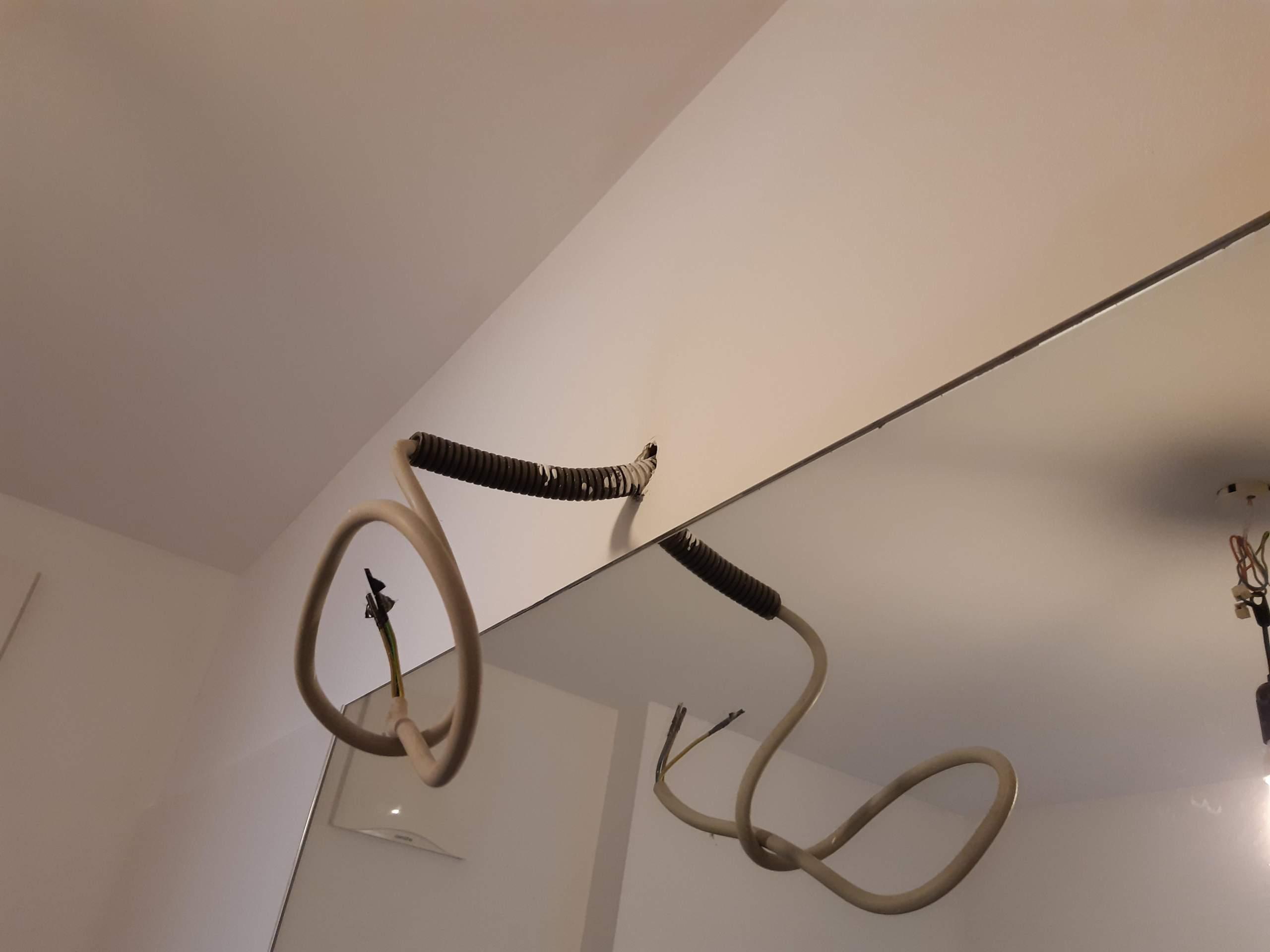 Wie kann ich massive Kabel im Badezimmer verstecken Technik ...