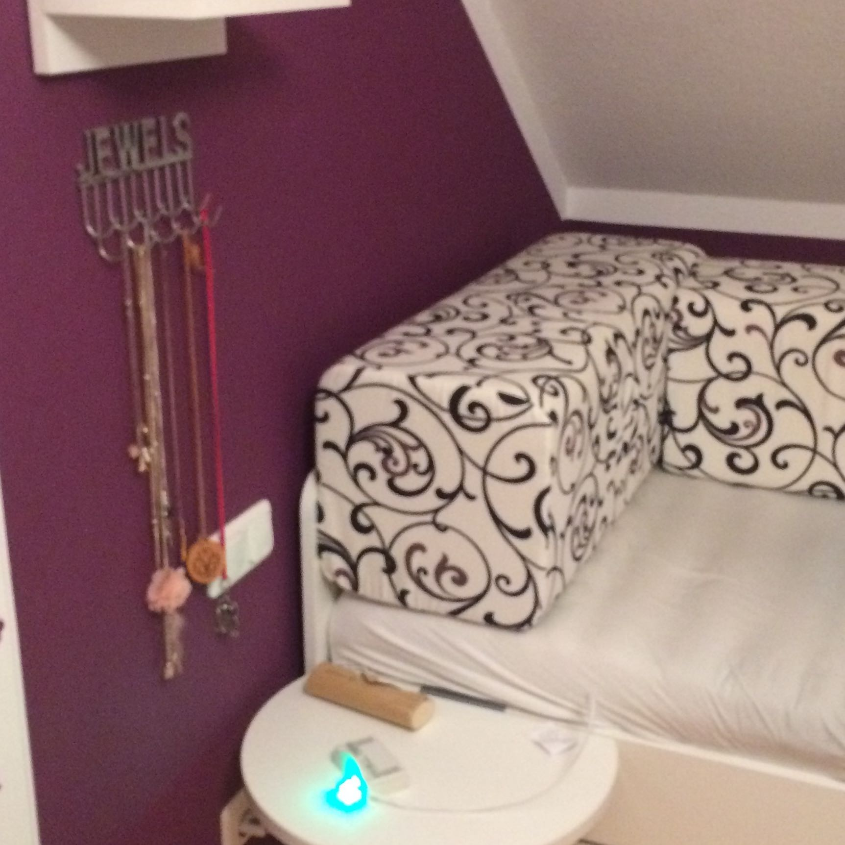 wie kann ich mein zimmer erwachsener gr sser aussehen. Black Bedroom Furniture Sets. Home Design Ideas