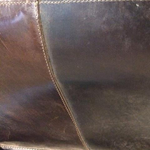 wie kann ich meine ledertasche vor regen sch tzen tasche leder. Black Bedroom Furniture Sets. Home Design Ideas