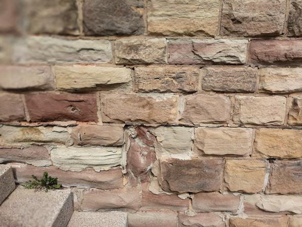 Wie kann ich meinen Sandsteinsockel restaurieren?