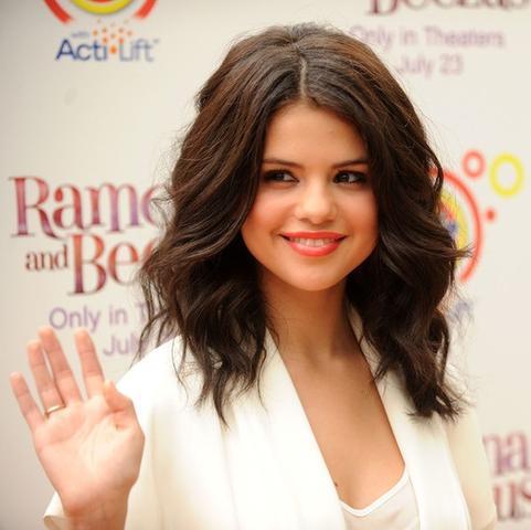 Wie Kann Ich Mir Diese Locken Von Selena Gomez Nachstylen Haare