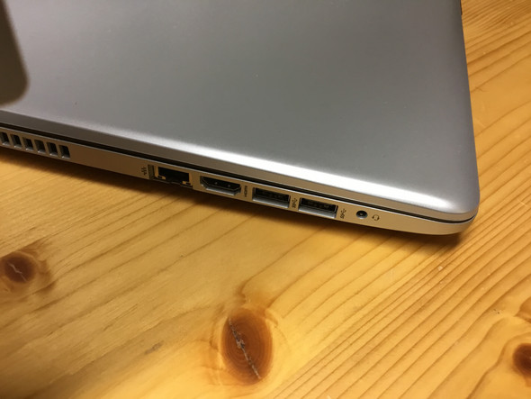 Wie kann man an einen Laptop 2 Bildschirme anschließen, wenn nur 1 Anschluss da ist?