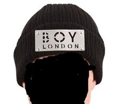 wie kann man den schriftzug boy london auf eigenen wunsch gravieren lassen m tze. Black Bedroom Furniture Sets. Home Design Ideas