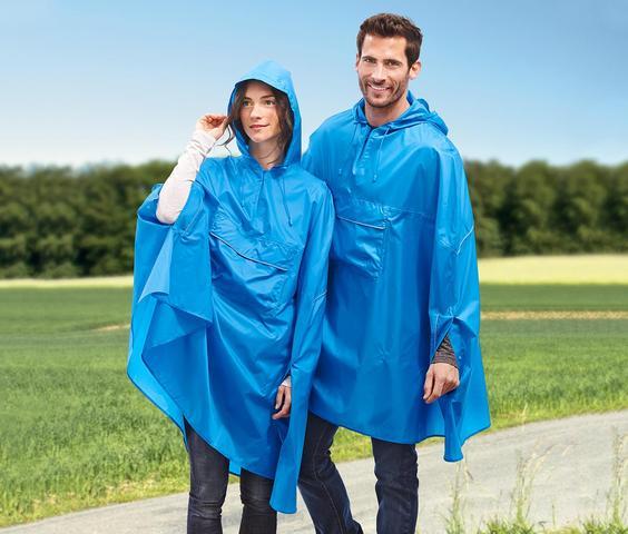 Wie kann man ein Regencape tragen?