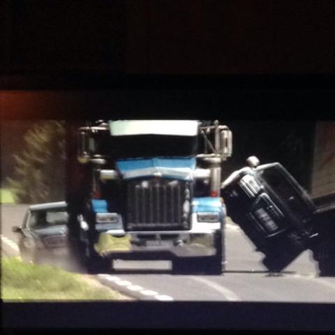 Zwischen 2 trucks - (Auto, fahrzeug)