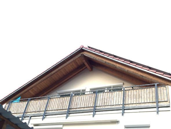 Wie könnte man diesen Balkon komplett beschatten?