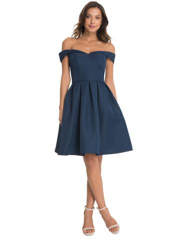 Blaues kleid helle schuhe