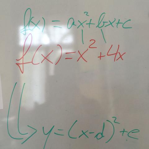 """Ich weiß das es es eine Normalparabel sein muss, da sie kein """"a"""" hat.  - (Schule, Mathe, Mathematik)"""