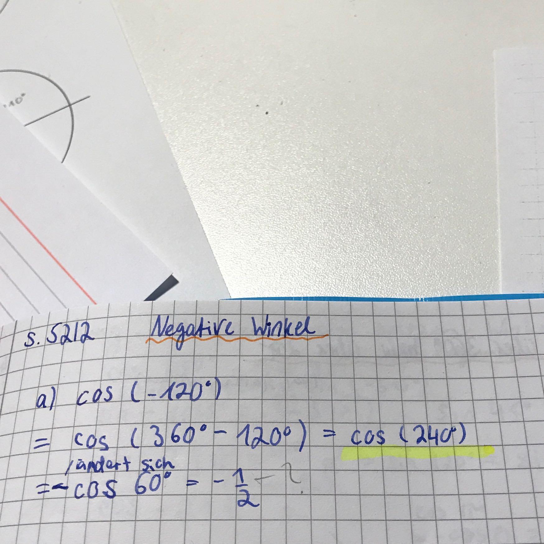 Wie kommt man nach cos (240) auf minus cos 60 bzw -0,5? (Mathe, rechnen)