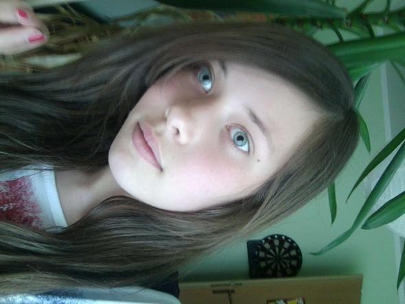so schau ich aus (das Bild ist schon ein Jahr alt, aber ich hab kein anderes): / - (Haare, Frisur, schneiden)