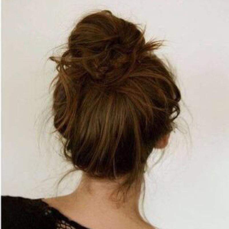 Frisuren Mit Duttkissen Lange Haare Helle Haarfarbe 2019