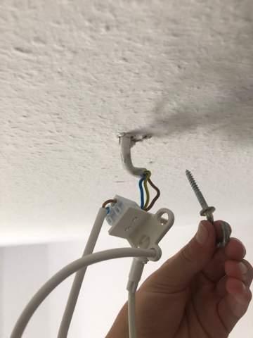 Wie kriege ich die Lampe anmontiert?