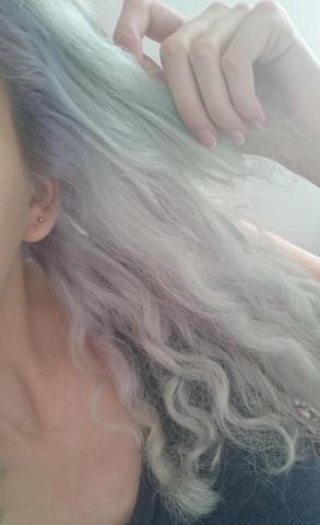 Teils auch noch lila - (Haare, Farbe, Haarfarbe)