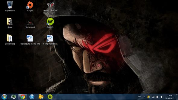 Wie kriege ich diese Lücken (Bild) zwischen den Desktop-Icons weg? (Windows 7)