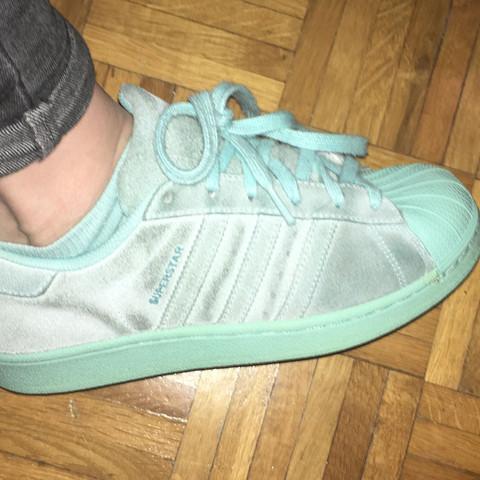 size 40 15583 ded1d Wie kriege ich hellblaue Adidas Superstars (Wildleder denke ...