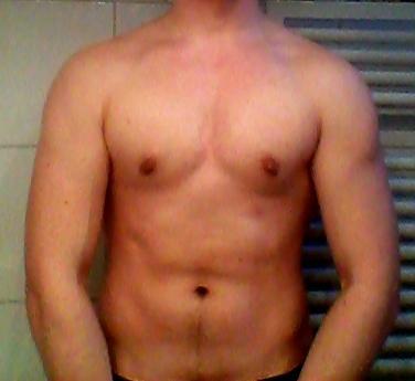 wie lange dauert es bis ich solche brust muskeln habe training bodybuilding zu hause. Black Bedroom Furniture Sets. Home Design Ideas